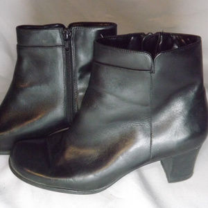 ST JOHN'S BAY LADIES ANKLE HIGH BOOTS SIZE 7.5M